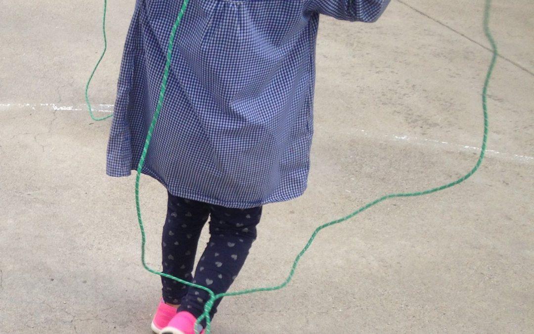 Jocs tradicionals de corda per a l'estiu