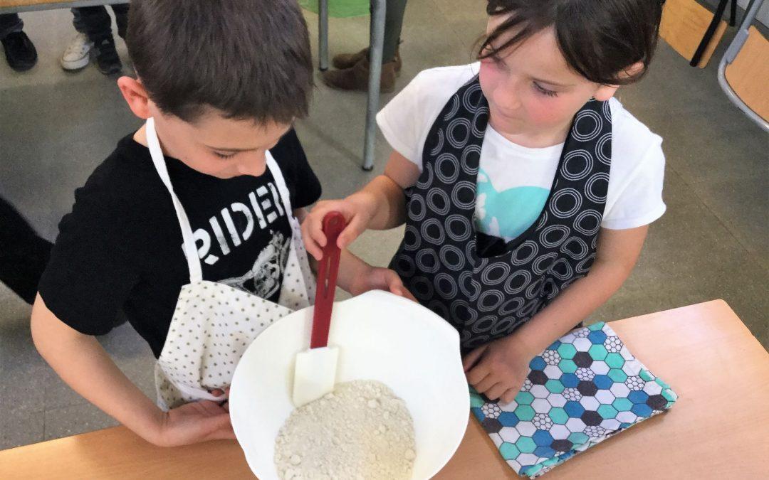 Taller de cuina en família amb el pa de Sant Jordi