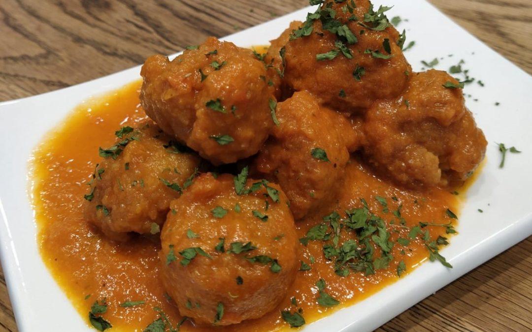 Mandonguilles de peix amb salsa